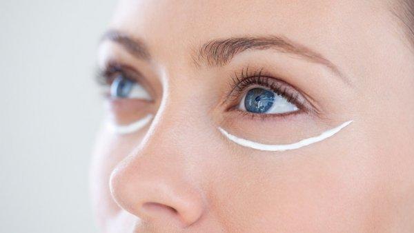 Điều Bạn Hay Bỏ Qua Khi Trang Điểm Chính Là Dùng Kem Lót Mắt
